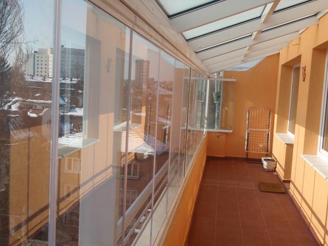 Финское безрамное остекление балкона lumon.